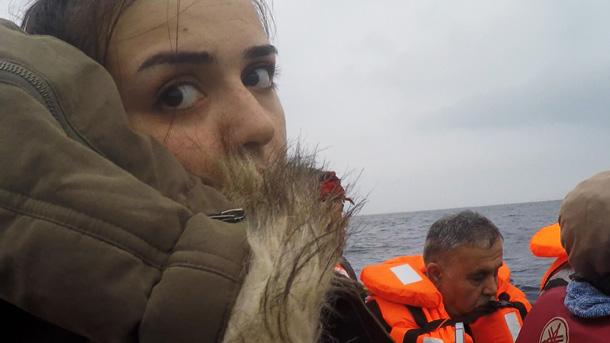 Ranias flukt. I båt over middelhavet. Foto.