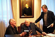Meeting Gorbachev bilde