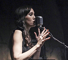 Bilde av Julia på scenen